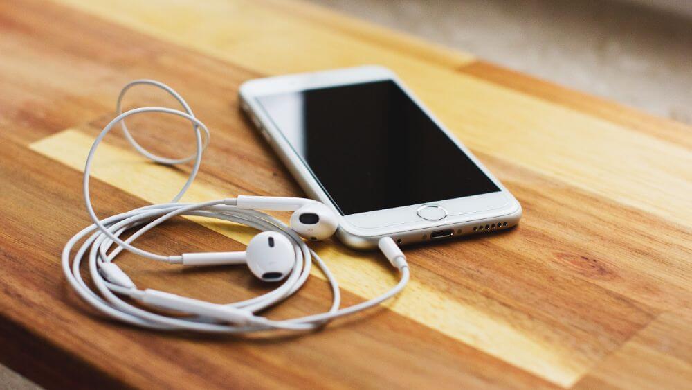 Écouter des podcasts dans le but de se former, la meilleure idée de l'année !